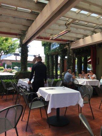 Hurley's Restaurant & Bar: photo0.jpg