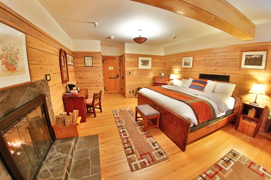 Timberline Lodge, OR: Timberline's Fireplace rooms have King-sized beds, a wood-burning fireplace, and coffee station.
