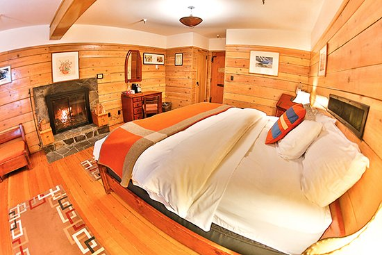Timberline Lodge, OR: Timberline's Fireplace rooms are romantic and comfortable.