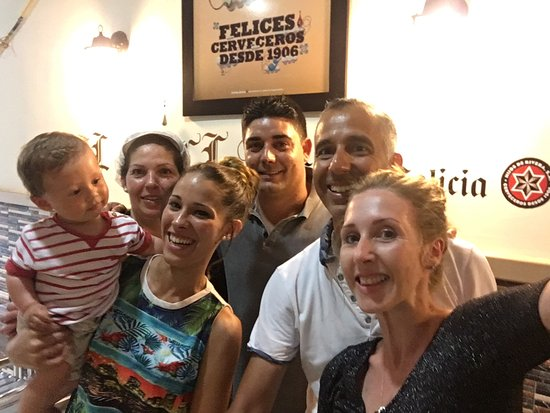Chilches, Spanje: With the owner, waitress and chef 👍🏽😀
