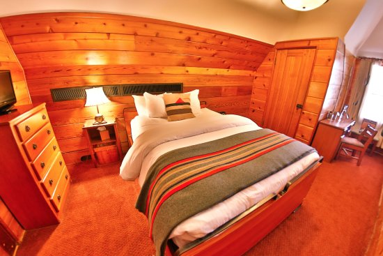 Timberline Lodge, OR: Timberline Queen Room.