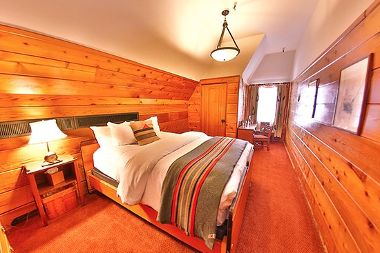 Timberline Lodge, OR: Timberline queen rooms are intimate and inviting.
