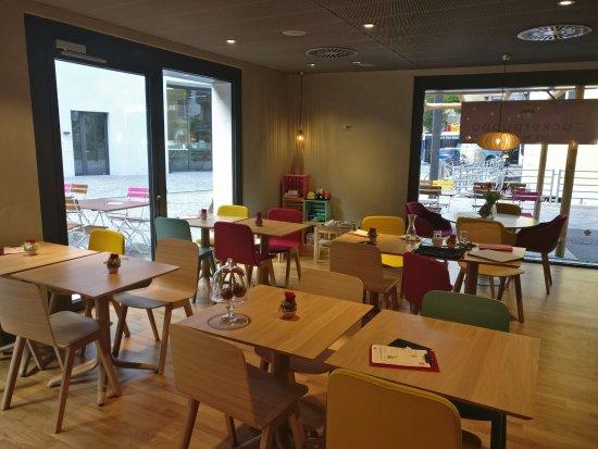 Naters, Suisse : Das Innere des Cafés