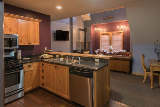 The Lodge at Government Camp: Unit 8 open concept living area