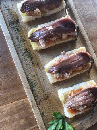 Entrecañas: Anchoas con tomate y ventresca