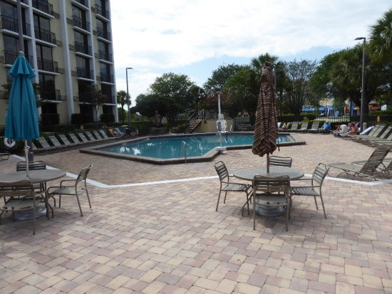 Rosen Inn: the pool is open from 09-00 till 22-00 and cleaned every day