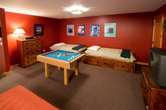 Government Camp, OR: Unit 3 loft game room with two twin beds