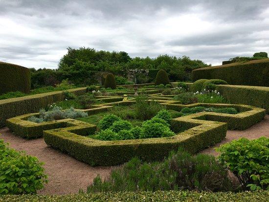 Nairn, UK: Impressive gardens