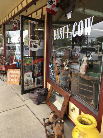 Cloverdale, Oregón: Rusty Cow and Soda Fountain next door