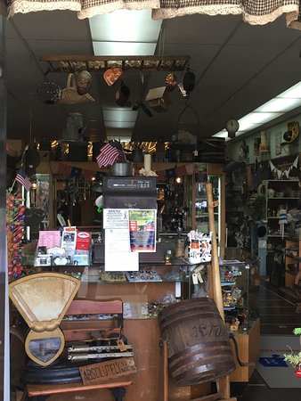 Cloverdale, Όρεγκον: Rusty Cow and Soda Fountain next door