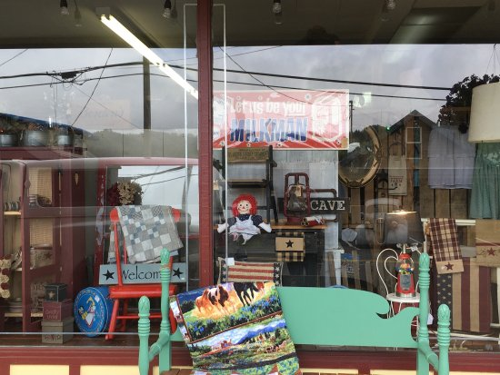 Cloverdale, Орегон: Rusty Cow and Soda Fountain next door