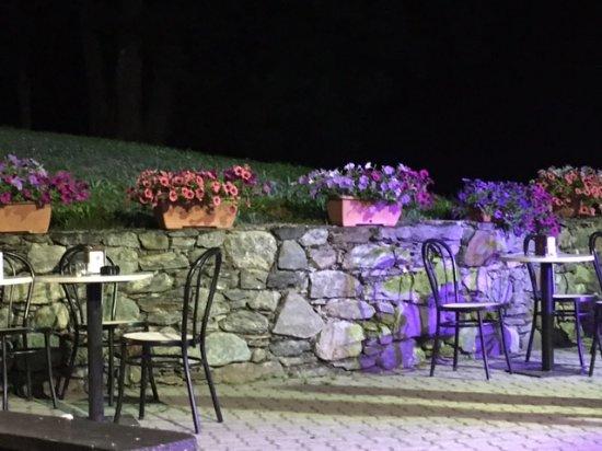 Ponte in Valtellina, Italy: angolo fiorito al dosso del grillo