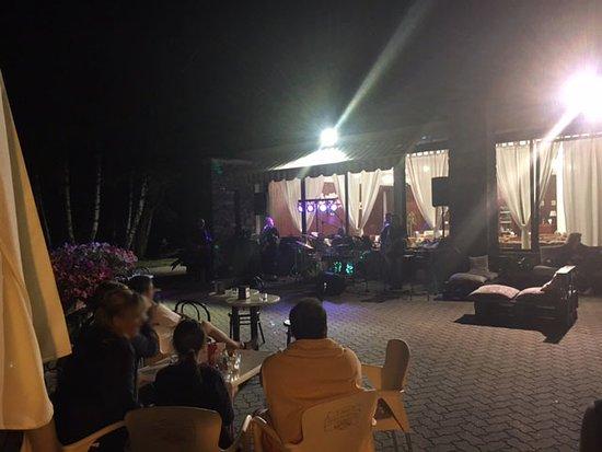 Ponte in Valtellina, Italy: serata di musica live con un gruppo valtellinese davvero bravo