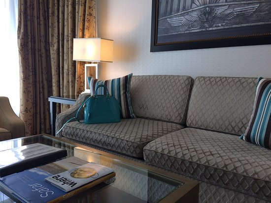 L'Hermitage Hotel: What a beautifully decorated living room and bedroom suite.
