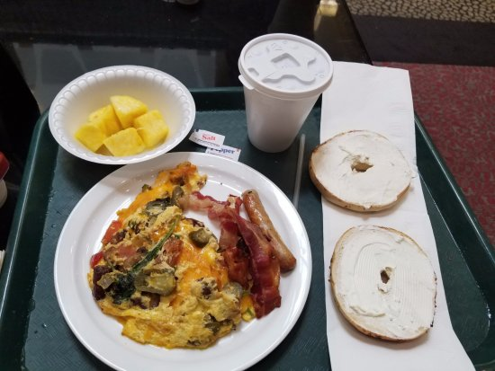 Embassy Suites by Hilton St. Louis - Downtown: They even have made to order omelettes.