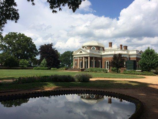 Monticello Tomasza Jeffersona: Reflection in the fish pond