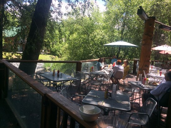 Basalt, CO: Outdoor Seating at Riverside