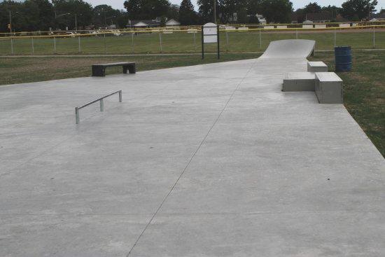 Roseville, MI : Huron Park Skate Park