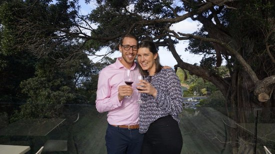 Waiheke Island, New Zealand: At Kennedy Point we drank award winning wine & stood below the oldest pohutakawa trees on Island