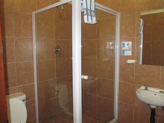 Midrand, South Africa: private shower in each room