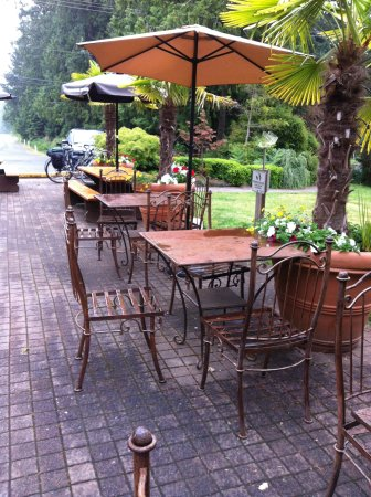 Pender Island, Canada: outside seating