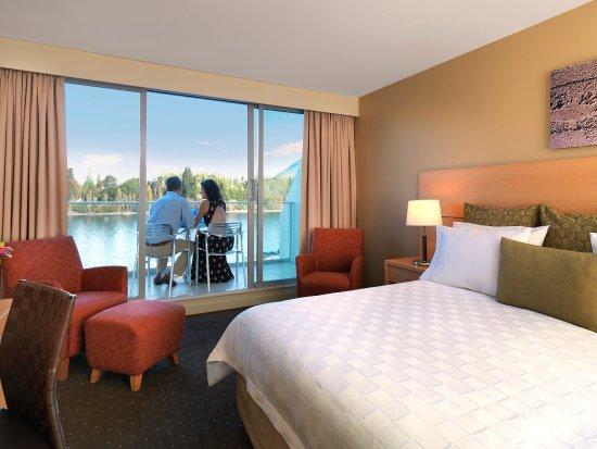 Crowne Plaza Queenstown: Lake view room
