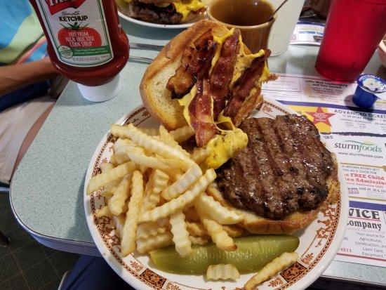 Fremont, วิสคอนซิน: 1/2 pound bacon cheeseburger