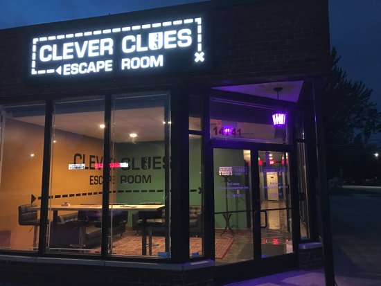 Allen Park, Мичиган: Outdoor Night Picture of Clever Clues Escape Room