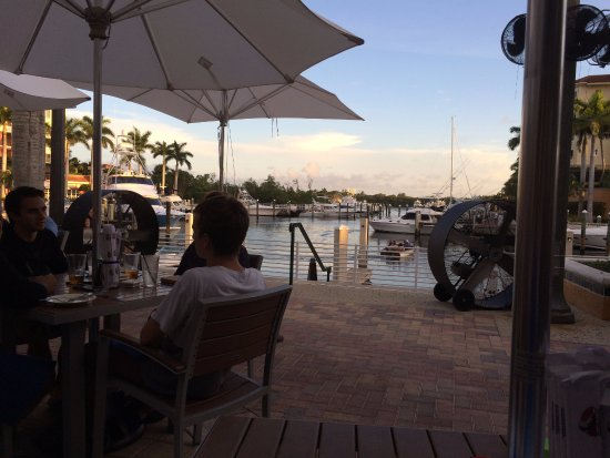 Dive Bar Restaurant : the view from our patio table