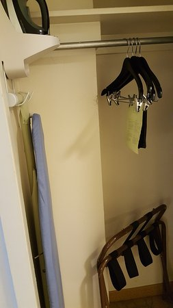 Waikiki Beach Marriott Resort & Spa: very small but manable closet
