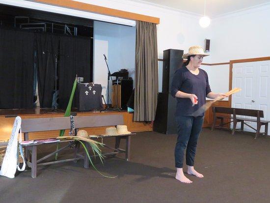 Norfolk Island, Australia: Kath's weaving demonstration