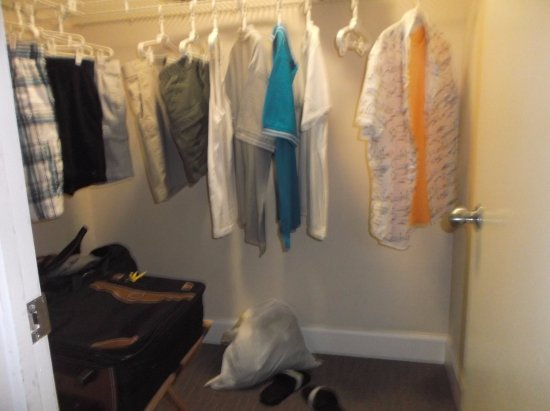 Vanderbilt Beach Resort: Closet