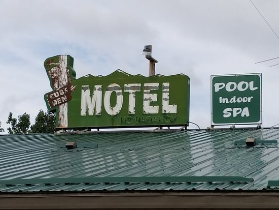 ‪‪Monarch‬, ‪Montana‬: Old sign was nostalgic and a plus as a little piece of history.‬