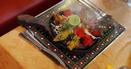 Caloundra, Avustralya: Our sizzling Tandoori Combo Platter!