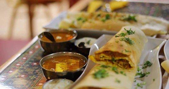 Caloundra, Avustralya: Freshly made South Indian Cuisine: Masala Dosa's with Sambhar (Lentil Soup) & Coconut chutney!