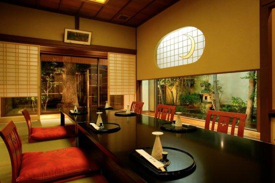Tsuchiura, Giappone: つたの間:庭園を望む掘りごたつ式の個室