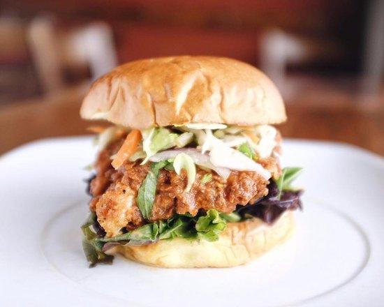 Πρινς Τζόρτζ, Καναδάς: Buffalo Thai chicken sandwich. limited time only