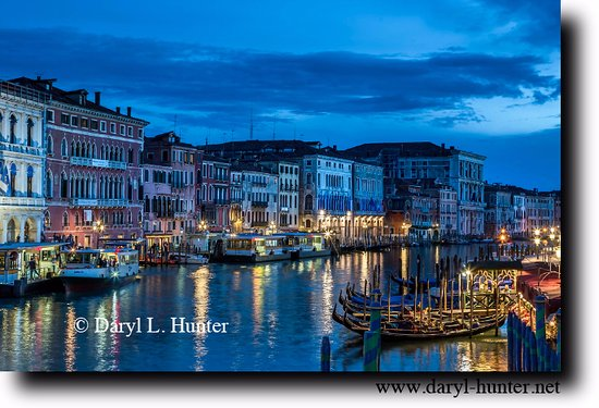 Hotel Al Vagon: View from Rialto Bridge, Venice Italy at night