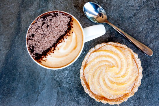 Ballina, Australia: Coffee with a selection of Cakes and Slices