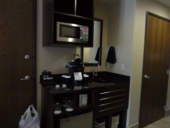 Best Western Premier Ivy Inn & Suites: Little kitchenette.