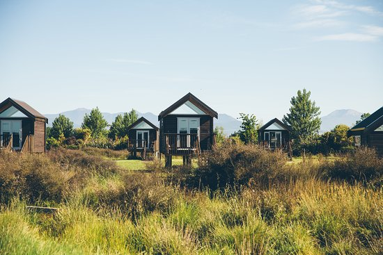 Appleby, Selandia Baru: Rabbit Island Huts - View of Huts over wetland