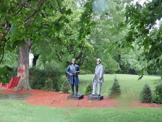 Clark, Pensilvania: Exterior grounds