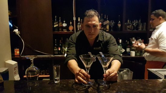Bar Nau: Lester best Barman at Managua