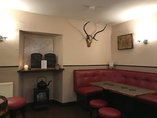 Bridge of Orchy, UK: Cozy Pub!