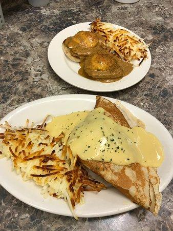 Boondockers Restaurant : Florentine Crepe and Curry Benedict