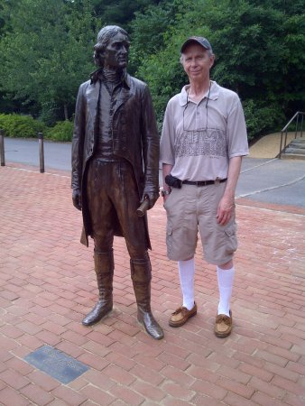Monticello : Statue of Jefferson and my Husband