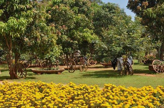 Bezoek aan Flower City van Pyin Oo ...