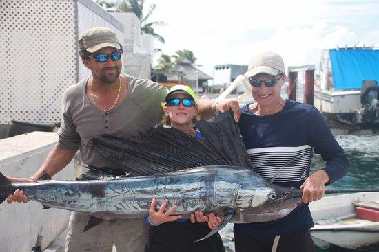 Симпсон-Бей, Сен-Мартен – Синт-Мартен: She's so proud of her first sailfish catch!