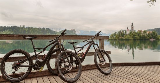 Bohinjska Bela, Slovenië: Rent premium electric mountain bikes Specialized Levo FSR 6fattie.