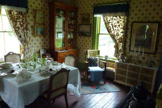 Bideford Parsonage Museum : dining room & pastor's office